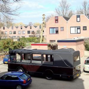 Uitvaartbus op Holtstek, Groningen